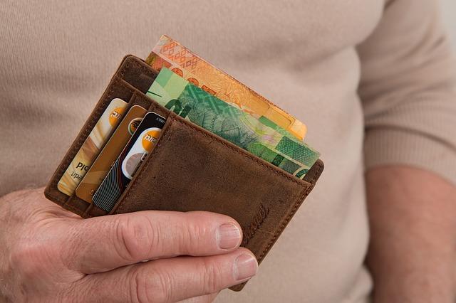 držet peněženku.jpg